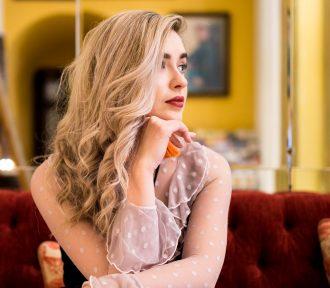 Sara Ryan speaks her mind on 'Bright Blue Screens'